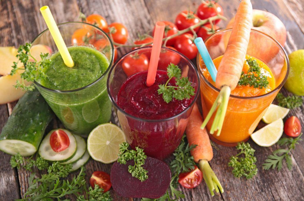 Die gesunde Ernährung ist der Tipp, der für uns Frauen sicher am leichtesten umzusetzen ist. Obst und Gemüse - also nährstoffreiche und ballaststoffreiche Kost - mögen wir doch ohnehin. Geben wir der Haut doch einfach die Kraft, die sie benötigt, mit dem Baby mit zu wachsen. (#2)