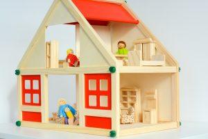 Glücklich mit Puppenhaus und umfassendem Zubehör (#3)