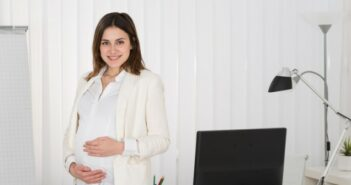 Schick und trendy im Büro trotz Schwangerschaft