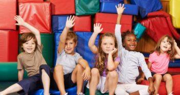 Rückenprobleme bei Kindern durch Sport vorbeugen