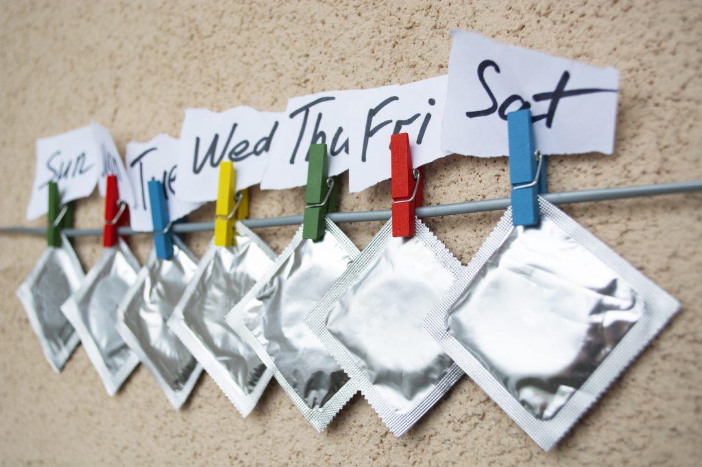 Zu den Barrieremethoden (mechanische Verhütung) zählen Kondom, Diaphragma oder Portiokappe. (#02)