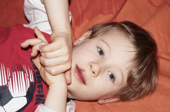 Viele Menschen sind von Herpes betroffen, auch vor Kindern macht diese Krankheit leider nicht Halt.