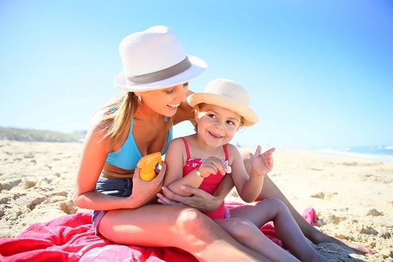 Sommer, Sonne, Strand, klar ist das schön und gefällt den Kleinen super, nur Sonnebrand bei KIndern, das sollte man unbedingt vermeiden.