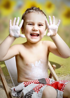 Ein Sonnenbrand bei Kindern muss nicht sein, Jeder weiß was man tun muss damit es erst garnicht dazu kommt.