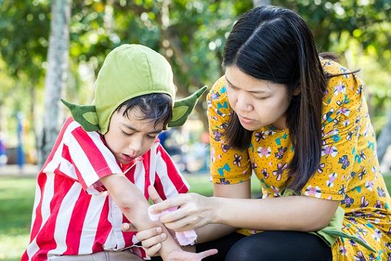 Mit einem Erste Hilfe Kurs, kann die Tagesmutter bei ihrem Schützlingen schnell Erste Hilfe leisten.