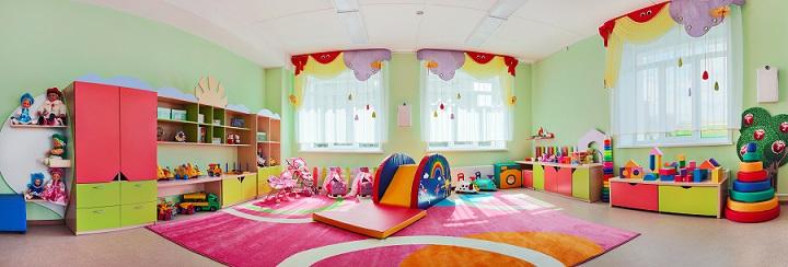 Als Tagesmutter, müssen die Kleinen Platz zum schlafen, zum spielen und zum toben haben: Dieses Zimmer bietet Platz für alles.