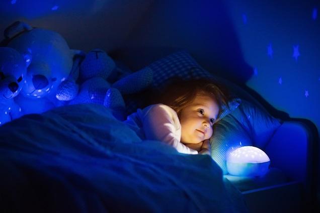 """Die Deutsche Akademie für Kindermedizin und Jugendheilkunde e.V. informiert in ihrer Broschüre """"Die optimale Schlafumgebung für Ihr Baby"""" umfassend zum Thema Gestaltung des Schlafplatzes für Babys und Kinder.(#02)"""
