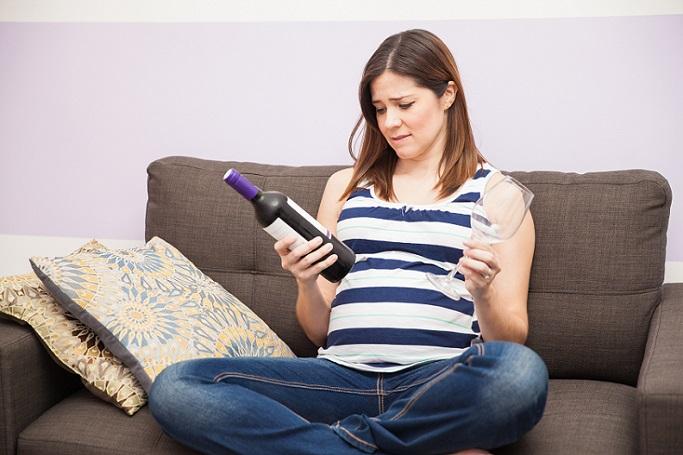 Denn: Alkohol während der Schwangerschaft führt häufig zu schweren, irreversiblen Schäden. (#01)