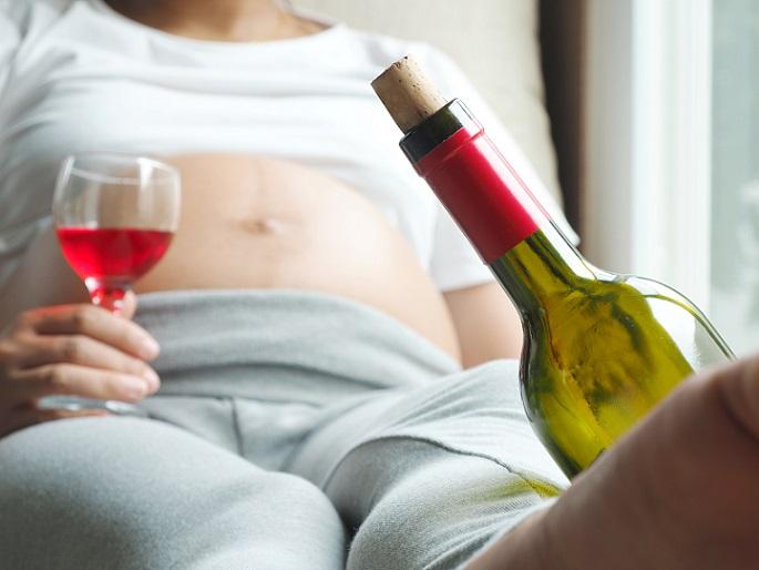 Alkohol hat somit nicht nur in der Frühschwangerschaft, sondern auch im weiteren Verlauf negative Auswirkungen auf Ihr ungeborenes Kind. (#02)
