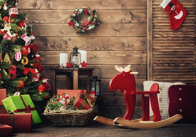 Farblich passt er natürlich wunderbar zum Weihnachtsfest und bildet mit Geschenken und Weihnachtsbaum eine perfekte Einheit. (#11)