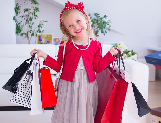 Wer schon einmal mit dem Nachwuchs shoppen war, wird sich über die Berge an Einkaufstüten gewundert haben. (#07)