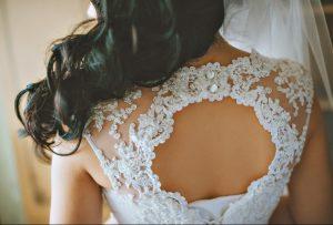 Hochzeitskleider der Stars aus Spitze oder Seide, Chiffon oder Stickerei werden meist reich verziert. (#3)
