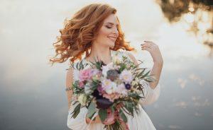 Nur als Inspiration sollten die Brautkleider der Stars dienen. Jede Braut hat eine individuelle Figur. Was den Star kleidet, kann schnell schlimm aussehen und muss mit dem Brautstrauß rasch kaschiert werden. Oh je, das geht ja gar nicht! (#2)