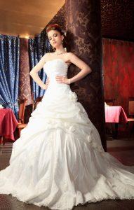 Die Hochzeitskleider der Stars versuchen sich stets aufs Neue zu übertrumpfen. (#1)