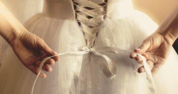 Warum sind Hochzeitskleider weiß? Daher kommt der alte Brauch wirklich!