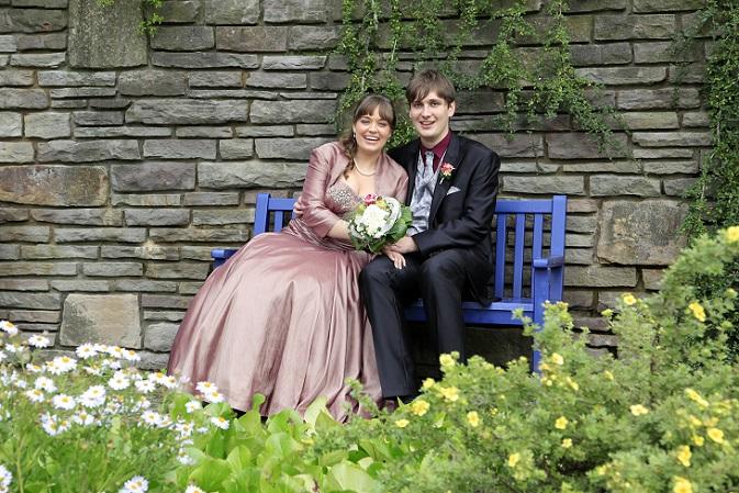 Brautkleid ist nicht gleich Brautkleid und für jede Figur gibt es tolle Varianten: Brautkleider für schmale Frauen mit langen Beinen, für etwas fülligere Damen mit dem Wunsch, ein wenig Gewicht zu kaschieren und Hochzeitskleider für alle, die einen bestimmten Stil lieben und diesen auch am Tag ihrer Hochzeitsfeier zeigen wollen. (#01)