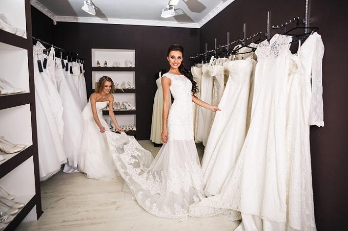 Es gibt sie: Liebe auf den ersten Blick Manchmal hat man aber auch Glück: Das erste Kleid im ersten Laden — da ist es! Und es ist gut, wenn es das ist. Wenn man es gefunden hat, dann nicht lange fackeln und ab zum Tresen. Ja, es kann auch vorkommen, dass alles echt schnell geht.
