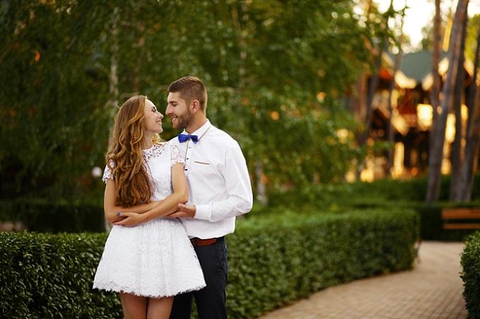 Im kurzen Kleid zu heiraten bedeutet aber nicht, dass man auf einen atemberaubend-edlen Aha-Moment voller Chiffon-Träume verzichten muss. (#06)