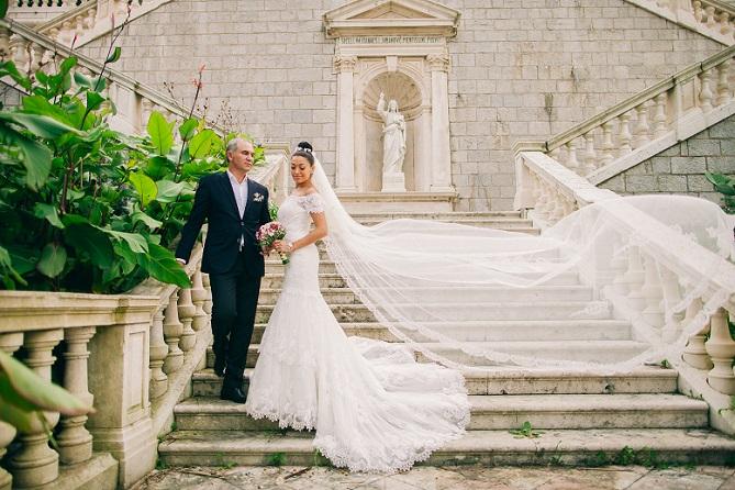 Hochzeitskleider allein machen noch keine Prinzessin aus Ihnen. Wichtig ist, dass Sie an die passenden Accessoires denken, die farblich und stilistisch auf das Hochzeitskleid abgestimmt sein müssen. (#02)