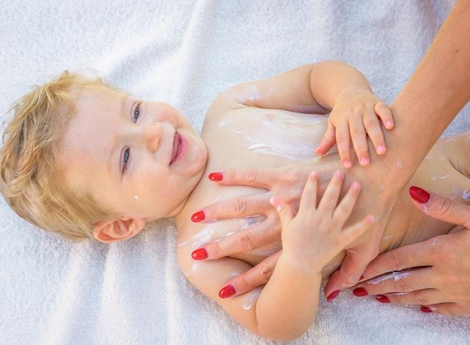 Eine gesunde Babyhaut ist wichtig und schon in ganz frühen Stadien kann die Entwicklung im Mutterleib gezielt unterstützt werden. (#02)