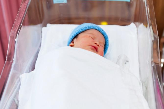Frisch auf der Welt wirkt die Haut des Babys noch ungemein empfindlich und gerade beim Wickeln und Waschen spielt immer auch die Angst mit, dass man etwas kaputt macht und seinem kleinen Schatz weh tut. (#03)