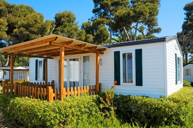 """Lacanau in der Gironde ist der ideale Ort zum Camping und um endlich einmal eine mobile Unterkunft im Urlaub zu nutzen. Die """"vacances"""", die Ferien also, werden hier entspannter denn je, denn als Schwangere oder Familie mit kleinen Kindern können Sie die Tatsache nutzen, dass sich hier das Lebenstempo an Sie anpasst und nicht umgekehrt. (#02)"""