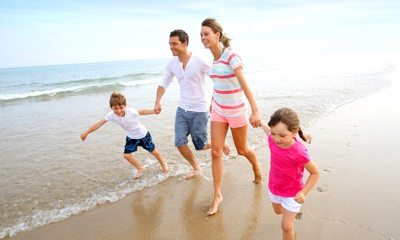 Gerade für den ersten Urlaub mit dem Kleinkind bzw. die ersten Ferien nach der Schwangerschaft, braucht es: Erholung. Und die findet man in den zahlreichen, auch auf Familien mit Kleinkind ausgerichteten Hotels in der Gegend in jedem Fall. Zum einen natürlich wegen dem traumhaften Strand.(#01)