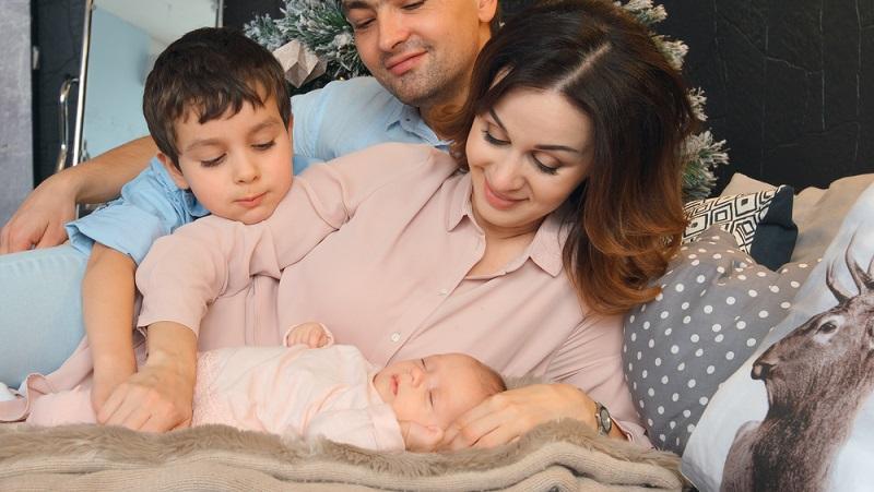 Bald ist das Baby da - doch wie soll es eigentlich heißen? Die Namensgebung ist gar nicht so einfach, da sie einen großen Effekt auf das künftige Leben der Kleinen ausüben kann. (#01)