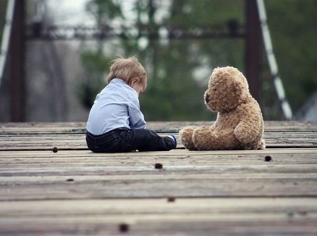 Mit dem richtigen Versicherungsmix können Eltern dafür sorgen, dass die Kleinen bestmöglich abgesichert sind. Dies sorgt auch bei Eltern für Sicherheit. (#02)