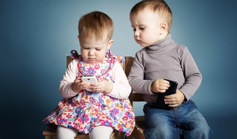 Kinder erlernen den gesunden Umgang mit den Medien am besten mit guten Vorbildern - den Eltern. (#03)