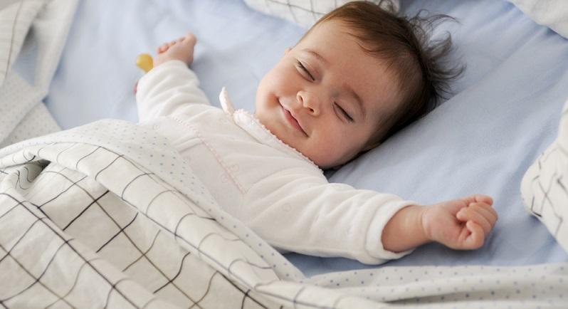 Eine private Zusatzversicherung ist für das Baby nicht zwingend nötig, denn auch die oftmals angepriesene Zahnzusatzversicherung ist erst einmal verzichtbar. (#02)