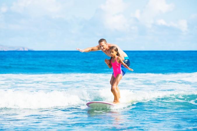 Surf in Biscarosse: mit dem Papa macht das Surfen lernen erst so richtig Spaß! Die schwangere Mama kann sich in der Zeit ausruhen und die Sonne genießen. (#1)