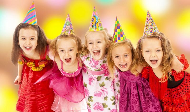 Von München bis Berlin heißt es zur Fastnachtszeit gerade für Kinder, dass sie sich verkleiden, was das Zeug hält. Sich zu verkleiden gehört ohnehin zu den Vorlieben der meisten Kinder und so freuen sich die Kleinen ganz besonders jedes Jahr zur närrischen Zeit darauf, verkleidet in den Kindergarten oder in die Schule gehen zu dürfen. (#03)