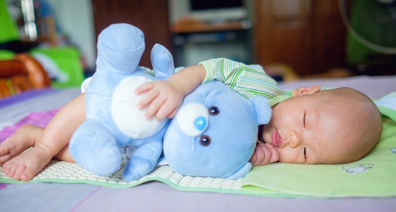 Im Kinderzimmer, vor allem bei der Ausstattung des Bettchens, sollten ausschließlich schadstofffreie Produkte verwendet werden. (#04)