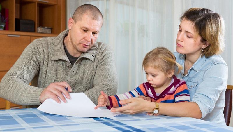 Woher kommt das Geld in den ersten Monaten nach der Geburt? In Deutschland greifen verschiedene Leistungen ineinander, mit denen – zumindest für die Dauer von wenigstens 12 Monaten – nach der Geburt ein Einkommensersatz realisiert wird. (#02)