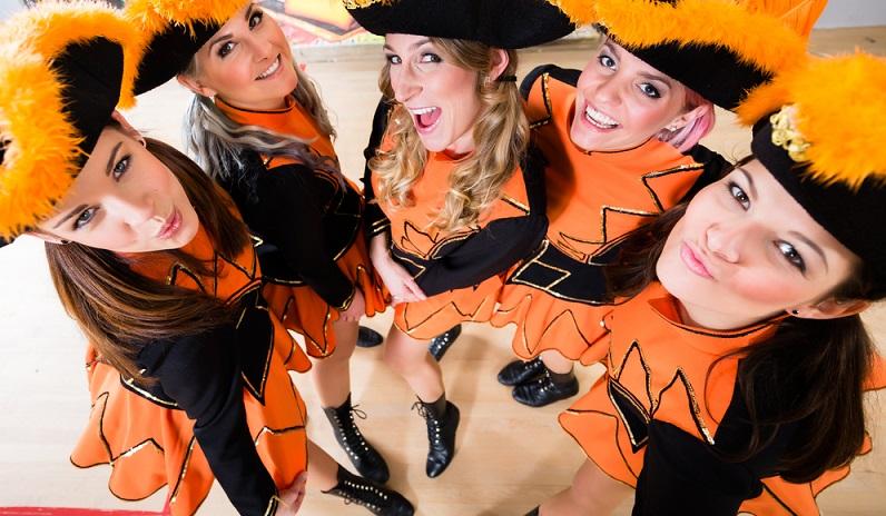Egal ob man mit den Kollegen oder Freunden zum Karneval geht oder als Familie mit den Kindern. Gruppen Kostüme verdeutlichen, dass man zusammen gehört und dass man sich bei der Wahl des (Gruppen) Kostüms auch was gedacht hat. (#01)