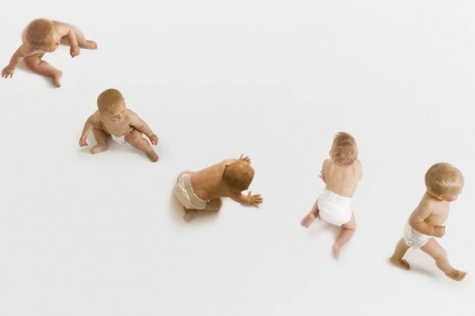 Laufen lernen Babys Schritt für Schritt und hier zeigen die Entwicklungsphasen eindeutig - Laufen lernen kann man ganz zu Beginn am Besten ohne Schuhe. (#2)