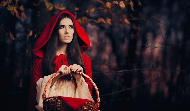 Eine Gugel ist ein mittelalterliches Kleidungsstück, das Kapuze und Kragenschal miteinander kombiniert. (#03)