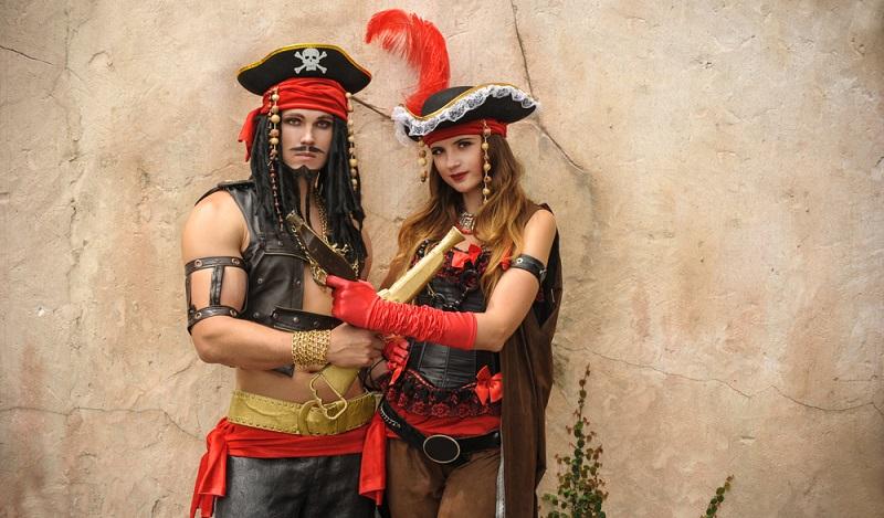 Mit dem Piratenhut basteln kommen dann auch die Ideen für das Kostüm. (#03)
