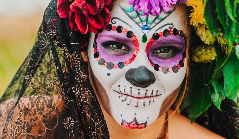 Karneval schminken: Ein weiteres Lieblingskostüm für Halloween ist, Zombie. (#05)