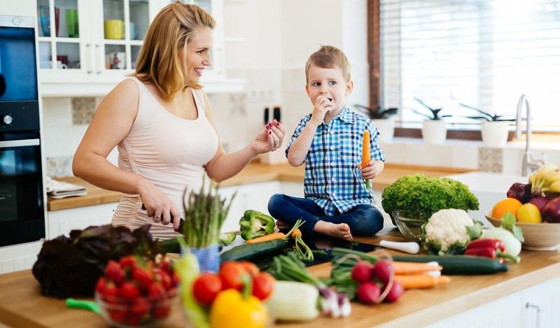 Hauptaufgabe des Körpers in der Schwangerschaft ist eben nun mal, das ungeborene Kind bestmöglich mit Nährstoffen zu versorgen. Die Folge davon kann Heißhunger auf Süsses sein. (#02)