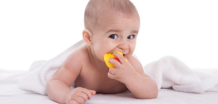 Zahnen beim Baby: So können Mütter unterstützende wirken