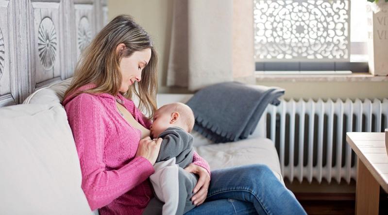 Sollte der Start in die Stillzeit jedoch einmal nicht so glatt verlaufen, etwa weil es bei der Mutter oder dem Säugling gesundheitliche Probleme gibt, muss nicht auf das Stillen verzichtet werden. (#02)
