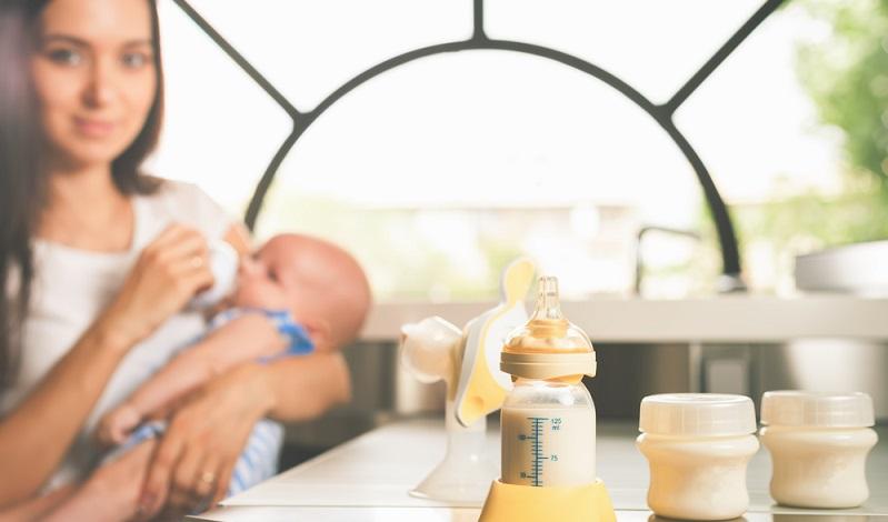 Mit der Entscheidung zum Stillen tut die Mutter ihrem Nachwuchs nur Gutes, denn Stillen ist die gesündeste Form der Ernährung. (#06)