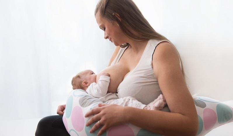 Diese speziellen Kissen sind, wie der Name es sagt, für das Stillen gedacht und gemacht. Mit Hilfe eines solchen Kissens nimmt die Mutter eine bequeme Position zum Stillen ihres Babys ein. (#05)