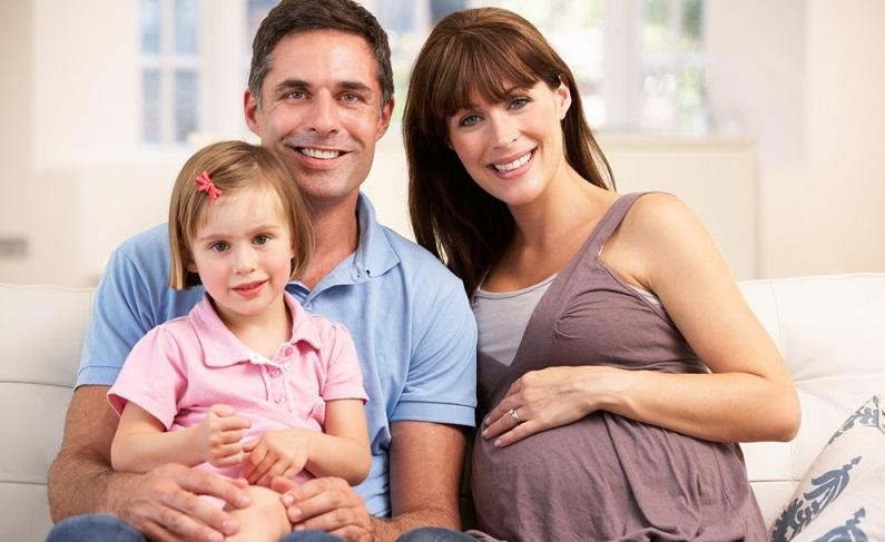 Auch in Deutschland wünschen sich immer mehr Frauen in den reiferen Lebensjahren noch ein Kind und bekommen es dann auch. (#01)