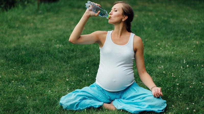 Kommen bei der Trinkwasseranalyse, wie sie beispielsweise IVARIO anbietet, schlechte Werte heraus, mag es eine Alternative sein, sich nur noch an Mineralwasser zu halten. (#02
