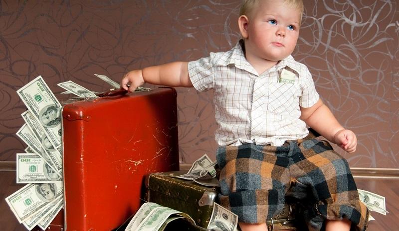 Häufig wird darüber gestritten, ob es besser ist, Geldanlagen auf den Namen des Kindes oder lieber auf den Namen des erwachsenen Sparers zu beauftragen.