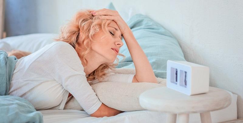Es kommt außerdem oft zu Nebenwirkungen, die an Wechseljahrbeschwerden erinnern und meist nach Absetzen des Medikaments schnell verschwinden: Schlafstörungen