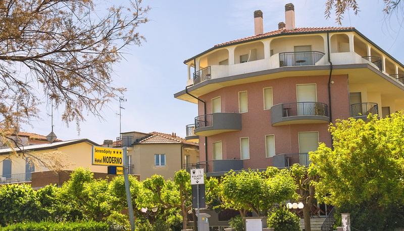 Wer offen dafür ist, der kann auf diese Weise sehr billig in Cervia übernachten. (#04)